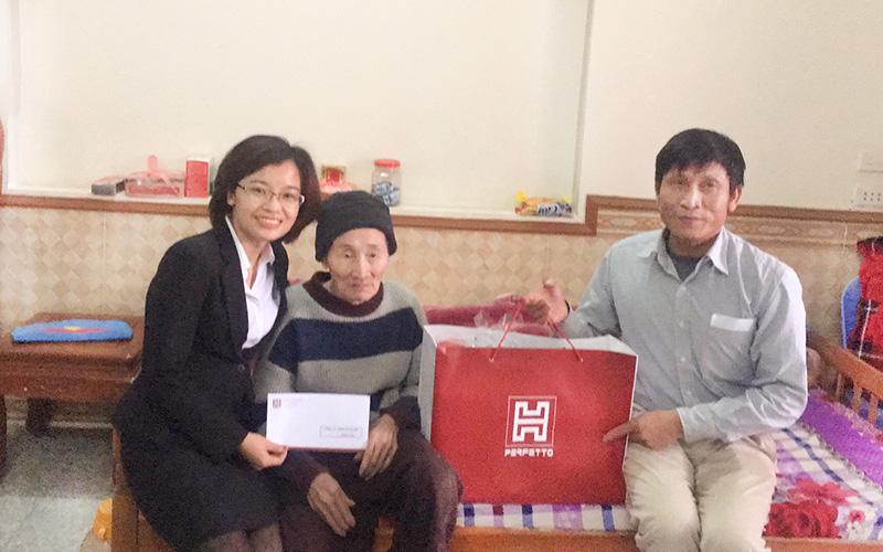 Hoàn Mỹ Tặng quà cho người khuyết tật và người cao tuổi Thôn Minh Quyết và Thôn Hán Lữ